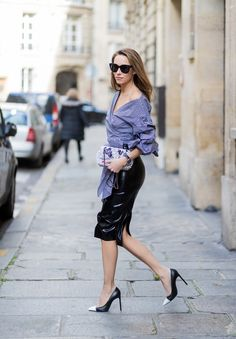 Alexandra Lapp wearing Black Couture Latex Crystal pencil Skirt from Atsuko Kudo Pepita blouse top from Storets with black and white check print. Casual Street Style, Street Chic, Casual Chic, Meghan Markle, Kim Kardashian, Latex Rock, Celine, Black And White Pumps, Saint Laurent