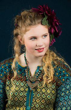 Ravelry: Frida's long colorful jacket pattern by Karihdesign Kari Hestnes Form Crochet, Crochet Pattern, Knitting Patterns, Knit Crochet, Knitting Ideas, Jacket Pattern, Sewing Hacks, Knit Cardigan, Beautiful Outfits
