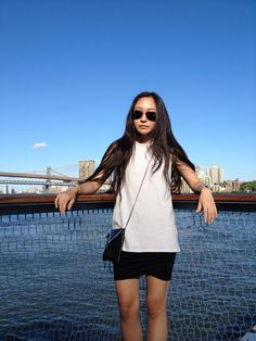 brooklyn bridge, pier 17, tiny chain bag, drape skirt and sunnies