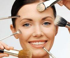 Come truccarsi bene: consigli per un make up perfetto.Scopri come truccare correttamente viso,occhi e labbra per avere un make-up perfetto in ogni occasione