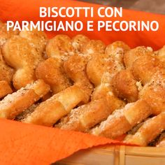 Biscotti con Parmigiano e pecorino - Modern Healthy Food List, Healthy Dessert Recipes, Indian Food Recipes, Desserts, Kid Friendly Dinner, Food Platters, Healthy Pumpkin, Antipasto, Creative Food