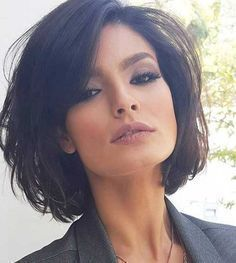 Here are 17 chic and eye-catching bob hairstyles, from Short-Haircut: A hairstyle is the best way to show off your style and the beauty of your face. You can make a great look with a modern and chic haircut like bob hairstyles that are the biggest trend Popular Short Hairstyles, Short Bob Hairstyles, Cool Hairstyles, Popular Haircuts, Hairstyle Short, Brown Hairstyles, Bob Haircuts, 2017 Hairstyle, Haircut Bob
