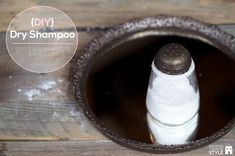 How to make your own dry shampoo with 2 simple ingredients! | www.gimmesomestyleblog.com #diy #dryshampoo #howto