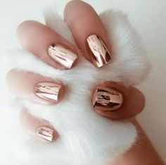 Nail art is a very popular trend these days and every woman you meet seems to have beautiful nails. It used to be that women would just go get a manicure or pedicure to get their nails trimmed and shaped with just a few coats of plain nail polish. Easy Nails, Simple Nails, Fun Nails, Nice Nails, Chrime Nails, New Year's Nails, Short Nail Designs, Simple Nail Designs, New Years Nail Designs