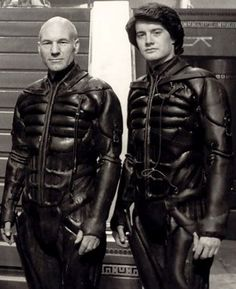 Patrick Stewart and Kyle MacLachlan on teh set of Dune David Lynch, Sci Fi Movies, Movie Tv, Dune Film, Dune Frank Herbert, Dune Art, Kyle Maclachlan, Science Fiction Art, The Dunes