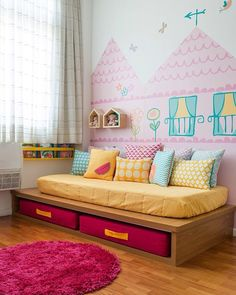 A casinha é adesivada na parede no mundo cor de rosa feito para Sofia, por @fina.stampa e @minimobileatelie. Foto @sambacine #natocadesign #quartodecriança #kidsroom #quartoinfantil #instakids #decor #decoration #decoração #bedroom #bedroomdecor #instadecor #kidszimmer