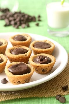 Fudge Filled Chocolate Chip Cookie Cups made from scratch are just what you need for any occasion, whether you need several dozen for Christmas or just a snack. (Chocolate Muffins From Scratch) Mini Desserts, Cookie Desserts, Just Desserts, Cookie Recipes, Delicious Desserts, Dessert Recipes, Dessert Cups, Bar Recipes, Plated Desserts