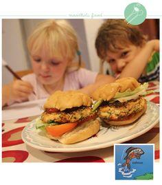 Mijn kinderen houden van alle standaard kindergerechten. Frietjes, fish fingers, hamburgers en doperwtjes. Pasgetti met rode saus. Maar hun absolute lievelingseten?  Roze vis! Natuurlijk...  Mijn verwende aapjes eten hun zalm het liefst gerookt, en zo uit het v
