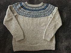 Strikket i Tove fra Sandnes Garn, pinner 3 og 3,5. Mønstret er hentet fra Dalegarn sitt hefte Urban Retro. Jeg valgte å strikke gense... Knitting Designs, Knitting Ideas, Flamingo, Drops Design, Ravelry, Men Sweater, Pullover, Crochet, Sweaters