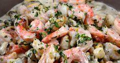 Mélange de crevettes et petits fruits de mer sautés, sauce crémeuse à l'estragon. Aujourd'hui, j'ai fait ce plat avec de grandes crevettes et un mélange de fruits de mer surgelés que j'ai trouvé au supermarché: moules, petites crevettes et St-Jacques. Vous pouvez faire ce plat de la même façon avec les fruits de mer de votre choix, frais ou surgelés, cependant je préfère cuire les grandes crevettes séparément des petits fruits de mer. Je suis très attentive à la cuisson, car je n'aime pas…