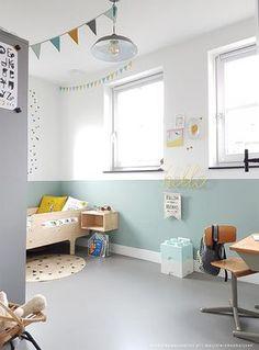 Aunque las habitaciones coloridas nos gustan. Las habitaciones infantiles que encuentran el equilibrio con pocas tonalidades, son una verdadera maravilla. Hoy os traigo un ejemplo perfecto para una habitación infantil. Un dormitorio elegante, a base de menta y blanco, que se presenta amplio y luminoso. La inspiración perfecta para el dormitorio de tu hijo. Paredes …