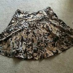 Paisley Skirt Beautiful paisley Worthington skirt in excellent condition size 16  knee length Worthington Skirts