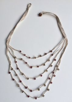 Light brown and mauve layers crochet necklace por GabyCrochetCrafts