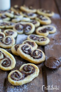 Nutella Palmiers - Puff pastry rolls (palmiers) with nutella; a pastry, 5 Tablespoons of nutella, more-caster sugar for sprinkling, optionally nuts like hazelnuts or walnuts Nutella Recipes, Cake Recipes, Dessert Recipes, Desserts, Yummy Treats, Sweet Treats, Sweet And Salty, Greek Recipes, Food To Make