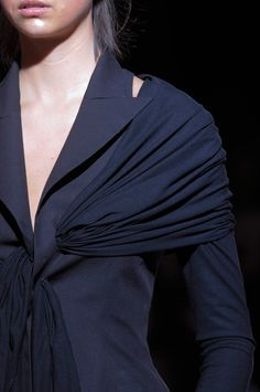Yohji Yamamoto at Paris Fashion Week Spring 2014 - Details Runway Photos Yohji Yamamoto, Couture Details, Fashion Details, Fashion Design, Fashion Trends, Denny Rose, Donna Karan, Japanese Fashion, Refashion