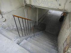 Paris 2e - Paris-bise-art : Passage Sainte Foy - Un escalier de 13 marches : vous êtes sur l'enceinte de Charles V.