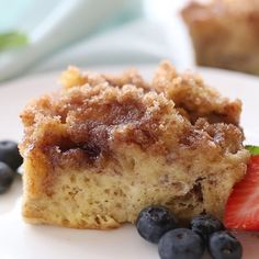Brunch Ideas Discover Baked French Toast Casserole Quick and easy Baked French Toast Casserole you can make the day before and refrigerate overnight so its ready to bake and enjoy in the morning. Baked French Toast Casserole, French Toast Bake, Easy Baked French Toast, French Toast Caserole, Baked French Toast Overnight, French Toast Bread Pudding, Crockpot French Toast, French Bread French Toast, French Toast Waffles