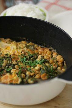 Estufado de Grão de Bico com Alheira, Couve e Ovos