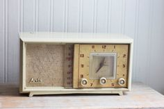 Atomic Vintage Clock Radio by Arvin from the 1950s -