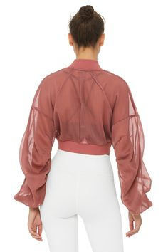 Field Crop Jacket has a bomber jacket design and features a front zip closure and two front zip pockets. Yoga Fashion, Sport Fashion, Fashion Outfits, Womens Fashion, Looks Academia, Stylish Summer Outfits, Wear Test, Moda Fitness, Field Jacket