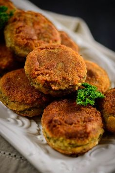 Spinach corn cutlet are a healthy snack option to make for the evenings. These are also good to keep in the kids lunch box.