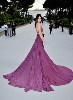 El vestido paracaídas de Kendall Jenner en la gala amfAR de #Cannes2015