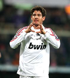 Alexandre Pato heart goal celebration