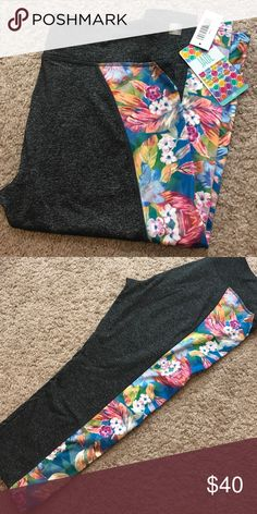 2b839d255e6365 LuLaRoe Jade Workout Capri Large LuLaRoe jade workout Capri with pretty  Hawaiian floral design down leg