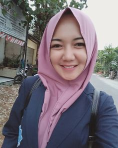 Suci Andini Hijab Smile From Bogor - Angel Hijaber Blogger Poses Photography, Beauty Photography, Fashion Photography, Muslim Fashion, Hijab Fashion, Women's Fashion, Fall Fashion Outfits, Trendy Fashion, Muslim Beauty