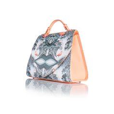 New Handbag shapeDetachable shoulder strap. Padded handdel.Inside you have a padded pocket, phone pocket and zip pocket.Size: Depth 15cm        Height: 25cm        Width: 30cm        Strap: 100cm www.lisaryderdesigns.ie