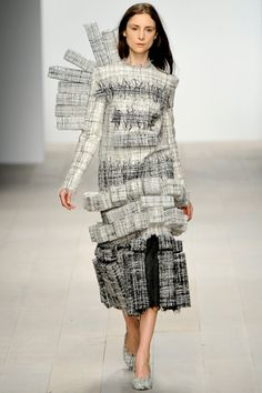 WHY CAN'T THEY ACTUALLY DESIGN CLOTHES THAT PEOPLE WILL WEAR?    3D fashion by Hellen van Rees