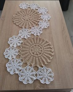 Good evening to all yapt runner s lounge team made the console the middle – Artofit Crochet Geek, Diy Crafts Crochet, Crochet Home, Love Crochet, Free Crochet Doily Patterns, Crochet Motif, Crochet Designs, Crochet Stitches, Lace Doilies