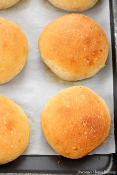 Yes, please...Caramelized onion dinner rolls recipe @Roxana | Roxana's Home Baking