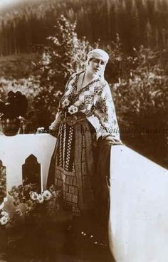 Regina Maria a României, s. Folk Costume, Costumes, Romanian Royal Family, Royal Beauty, Old Photography, Kingdom Of Great Britain, Queen Mary, Ferdinand, Queen Victoria