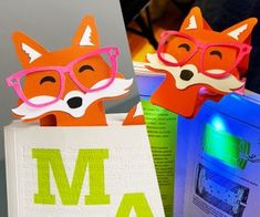 Foxy Book-light / Bookmark From Junk Drawer Finds Modular Origami, Origami Easy, Paper Serviettes, Finger Crochet, Paper Bowls, Money Lei, Origami Dragon, Paper Chains, Folded Book Art