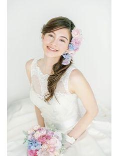 【TOP 3】松本ヘアの真骨頂!生花をたっぷり飾ったサイドダウンスタイル/Front