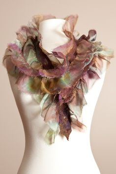 Ruffles Scarf (beautiful! I would love to know how to make this)