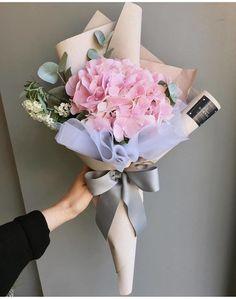 38 ideas for flowers bucket surprise Flower Bouquet Diy, Bouquet Wrap, Gift Bouquet, Paper Bouquet, Floral Bouquets, Wrap Flowers In Paper, How To Wrap Flowers, Bunch Of Flowers, Exotic Flowers