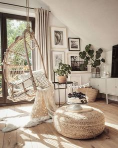 Bohemian Home decor Design And Ideas Dog spaces in house Dream house ideas Boho Living Room, Living Room Decor, Bohemian Room, Living Room Hammock, Bedroom Hammock, Bohemian Apartment Decor, Hammock Bed, Hammocks, Cozy Living Rooms