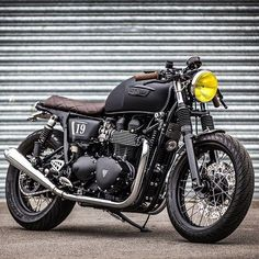 """Triumph """"Cafe Brat"""" by @downandoutcaferacers. Love the quilted seat and yellow headlight. #triumphmotorcycles #caferacer #bratbike"""