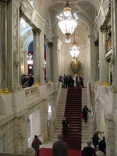la très belle cage d'escalier de l'opéra de Lille