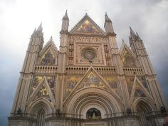 Visit Orvieto, in the heart of Italy! Find places where to eat and sleep at our website: http://www.orvietonet.com ——-  Visita Orvieto, nel cuore dell'Italia! Trova luoghi dove mangiare e dormire sul nostro sito: http://www.orvietonet.com #orvieto #umbria #italia #italy #travellife #trip #travelitaly #traveleurope #traveler #italytravel #sky #clouds  #borghi #medievali #medieval #duomo #cathedral