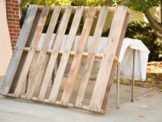 How to Make a Wood Pallet Dog Bed : Decorating : Home & Garden Television