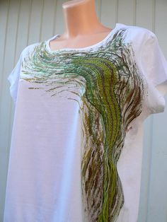 T-shirt with bobbin lace and paint. Anisek 1
