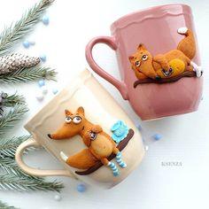 Комплект лисичек в подарок. Сделано на заказ. Цена повтора  1000р #полимернаяглина #пластика #фимо #ярмаркамастеров #ручнаяработа #кружкасдекором #кружканазаказ #лисичка #polymerclay #mug #handmade #livemaster #fox