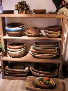 <heart> Shelves filled with wood bowls and trenchers! Wooden Kitchen, Vintage Kitchen, Kitchen Items, Kitchen Decor, Wooden Plates, Wood Bowls, Old Wood, Wabi Sabi, Decoration