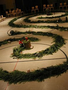 A Mountain Hearth: Advent Spiral Walk - a really beautiful idea for creating an Advent prayer labyrinth. Yule, Christmas Holidays, Christmas Crafts, Christmas Decorations, Church Decorations, Christmas Tables, Reindeer Christmas, Modern Christmas, Scandinavian Christmas