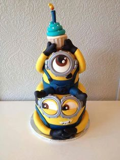 don't like cake but I LOOOVEE minions! Minion cakeI don't like cake but I LOOOVEE minions! Pretty Cakes, Cute Cakes, Yummy Cakes, Crazy Cakes, Fancy Cakes, Fondant Cakes, Cupcake Cakes, Bolo Minion, Minion Cakes