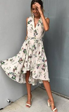 beautiful summer outfit / printed midi dress and sandals