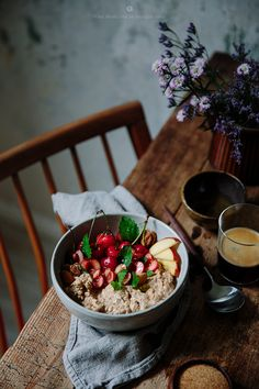 Overnight cherry oats to rock your morning  / Marta Greber